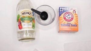 baking soda Heinz vinegar with bowl and spone